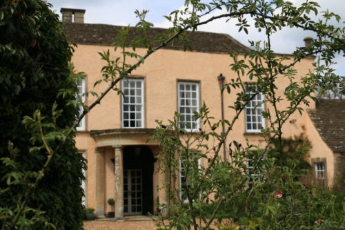 dom semejstva Bennetov, Longborn